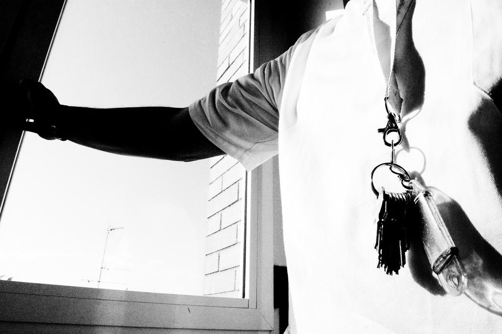 Sradicare la contenzione meccanica e la violenza nei reparti psichiatrici: dal dire al fare